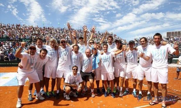Un dolorido Mayer disfrutó del triunfo y la clasificación Argentina