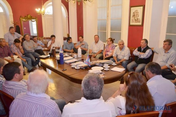 Fecha de elecciones: a la espera del decreto de Colombi, el PJ liberó a sus intendentes