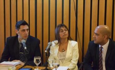 """Al grito de """"Ariel Cabrera presente"""" comenzó el juicio político a la fiscal Roxana Romero"""