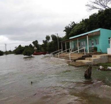 """Unas 68 familias de las islas Apipé resisten los embates de """"El Niño"""""""