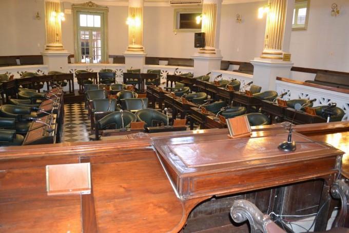Puja por comisiones del Senado complica diálogo entre ECO y FPV