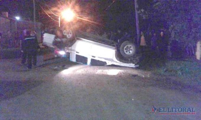 Despistó y volcó una camioneta conducida por un menor
