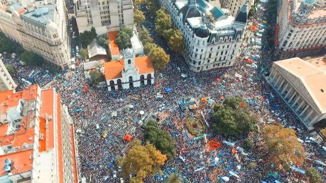 Multitudinaria marcha de docentes en Plaza de Mayo reclamó paritarias