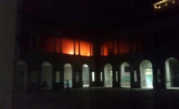 Incendio en la Escuela Normal causa alarma en el centro