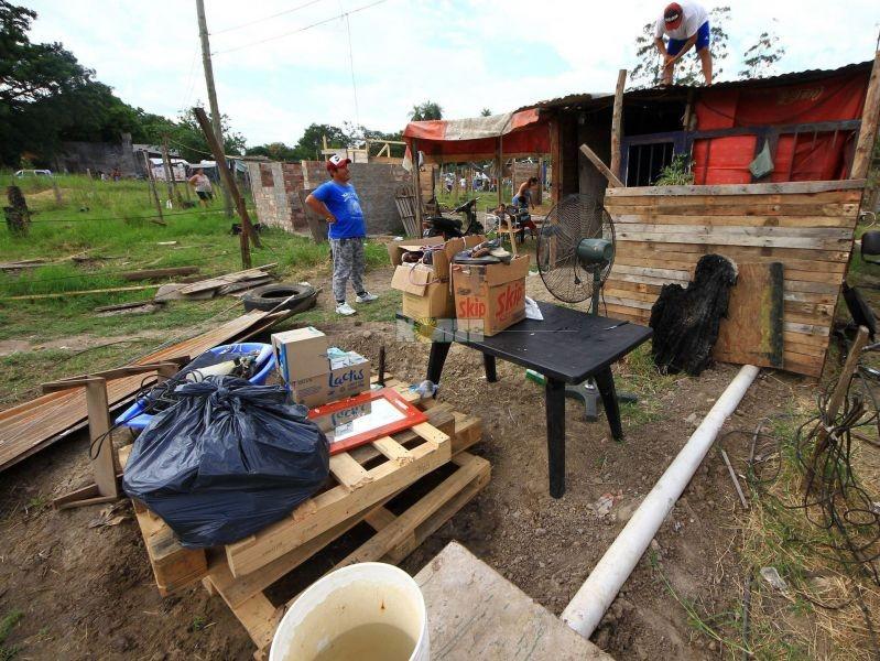 Familias desalojadas piden tierras donde levantar sus viviendas