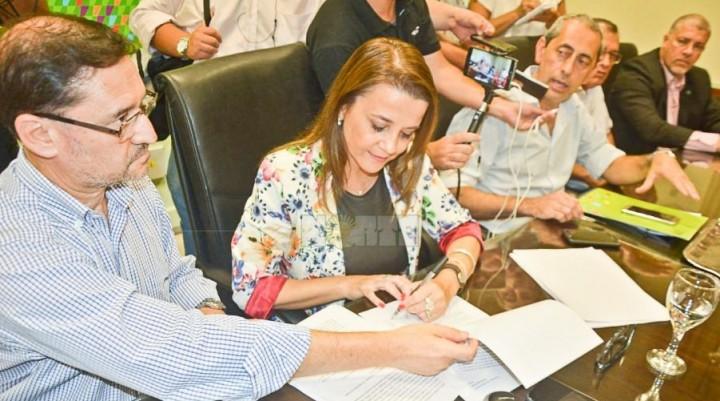 Acuerdo entre el Gobierno y docentes: 18% de aumento salarial incluido plus