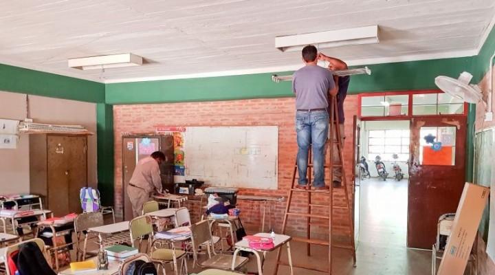 En una escuela del 17 de Agosto dan clases en una galería y en la biblioteca