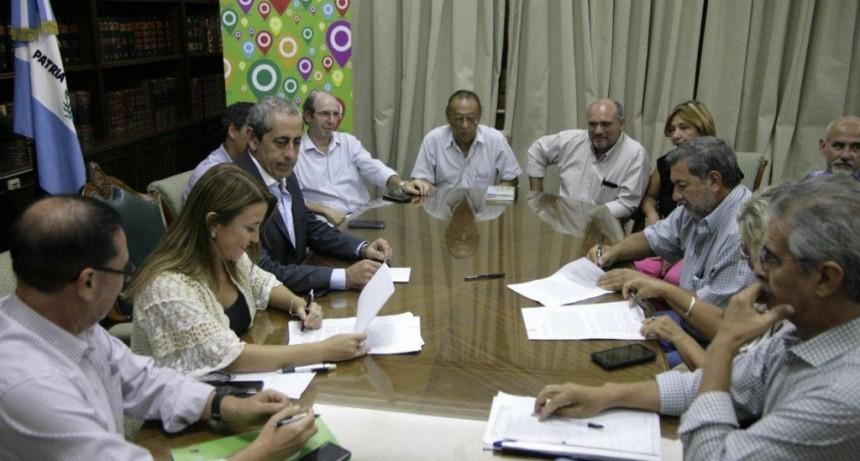 Gremios docentes sellaron acuerdo: se elevará el sueldo del cargo testigo y los adicionales