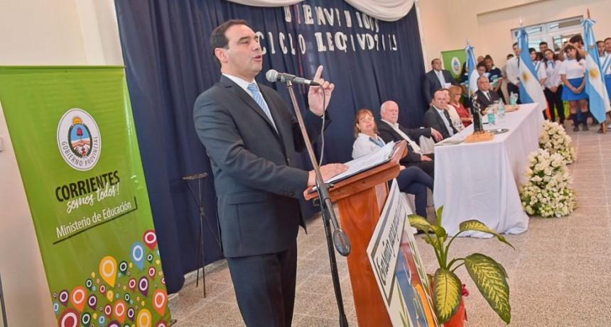 Valdés inauguró dos escuelas, y para el Gobierno el paro docente no se sintió