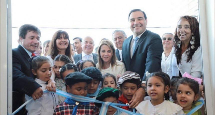 Valdés anunció un aumento en la ayuda escolar para estatales y alistan mejoras