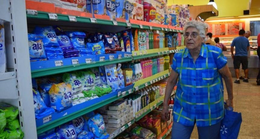 Advierten que la suba del dólar tendrá su impacto en góndolas de almacén y limpieza