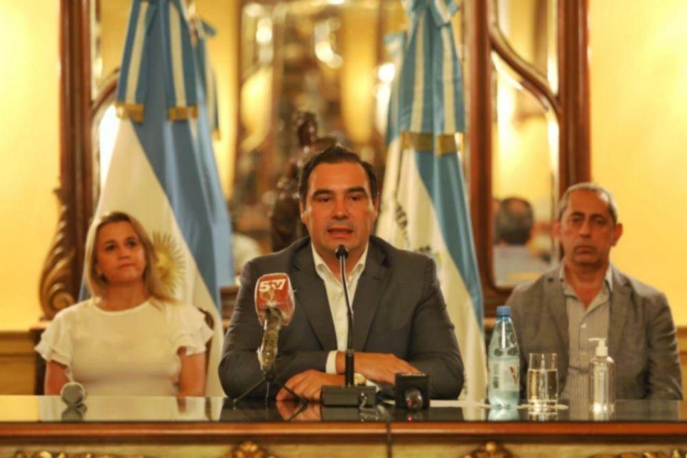 Gustavo Valdés anunció un incremento en la Ayuda Escolar