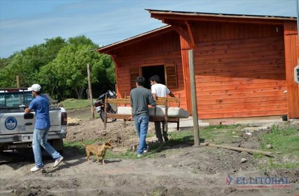 Entregaron la primera vivienda social en los terrenos de Santa Catalina