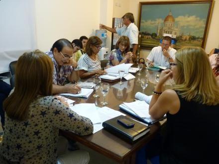 Rectores de colegios secundarios reunidos con la Comisión de Educación
