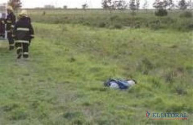 En dos accidentes murieron un peatón y una motociclista atropellados en rutas 12 y 14