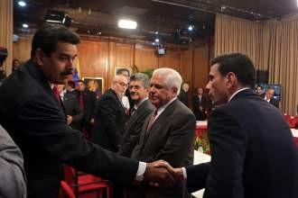 El Gobierno y la oposición lanzan un inédito diálogo en Venezuela