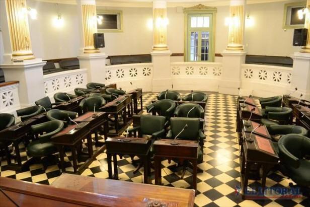 Las comisiones de Diputados esperan por Parisi de la Dpec y los ministros del STJ