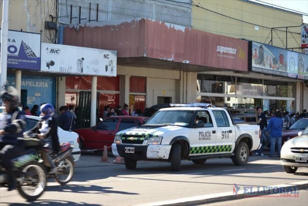 Arrestaron a dos policías acusados de participar del asalto a un supermercado