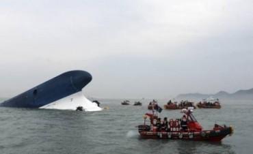 Buscan a 287 desaparecidos tras el naufragio: hay al menos siete muertos confirmados