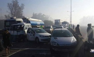 Al menos diez autos chocaron en la autopista del Buen Ayre