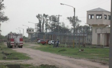 En un confuso episodio, tres presos de la UP Nº6 terminaron internados con graves quemaduras