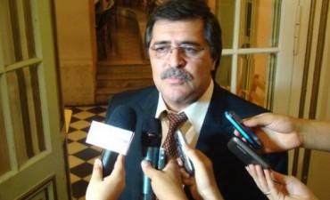 El Gobierno pide no pagar deudas hasta 2015 y Ríos que cesen las retenciones