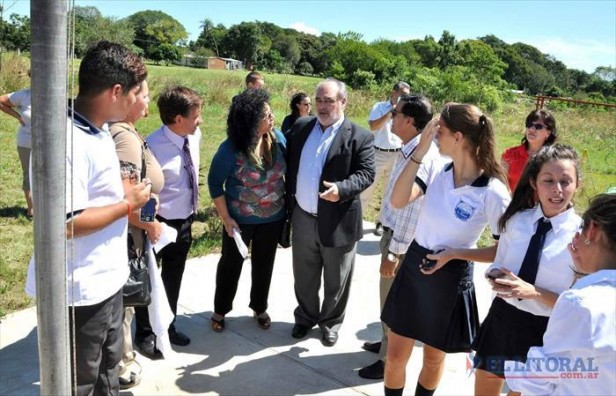 Colombi inauguró obras escolares y de seguridad en dos parajes y un profesorado en Apipé Grande