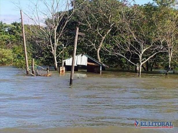 Defensas, una de varias deudas que la EBY y Nación tienen pendientes con la isla Apipé