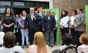 El Gobernador visitó el colegio incendiado, se dirigió a los alumnos y prometió más obras