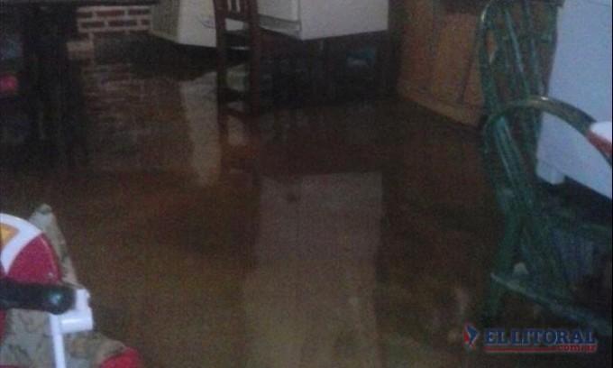 Por intensas lluvias evacuaron familias en Esquina, Libertador, Sauce y Caseros
