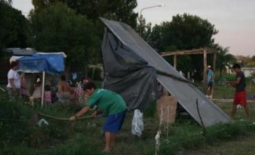 Okupas del barrio Nuevo se disponen a levantar sus casas en zonas inundables