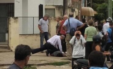 Vecinos atraparon y propinaron una feroz golpiza a un joven arrebatador