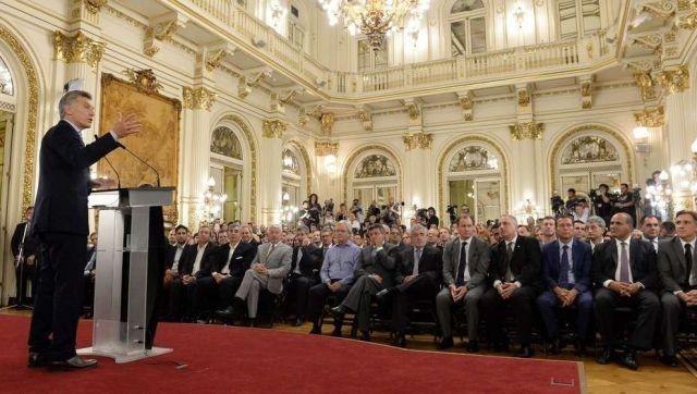 Corrientes no confirmó su asistencia a la reunión de Macri con mandatarios