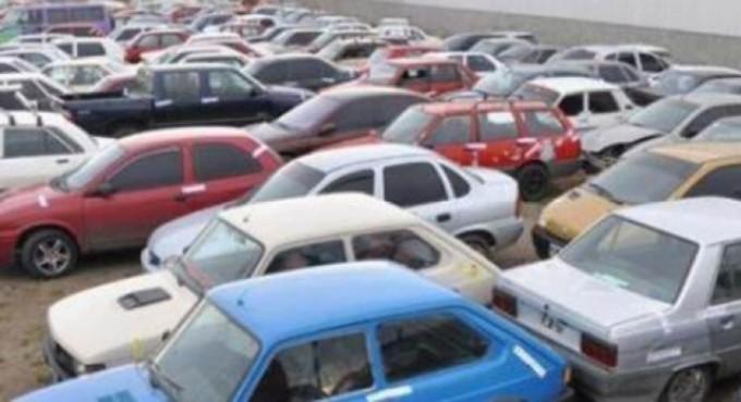 Detuvieron a funcionaria judicial que negociaba con autos secuestrados