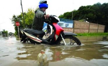 Más de 40 barrios capitalinos y 120 familias afectadas por las inundaciones