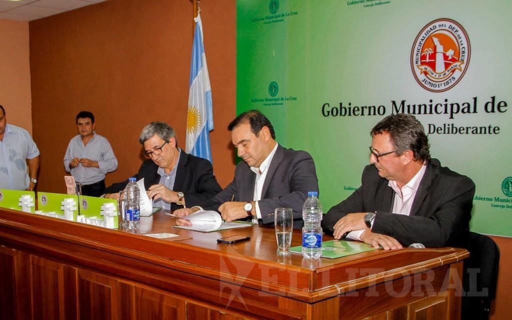 La Cruz: Valdés anunció la construcción de un polideportivo y mejoras para el frigorífico