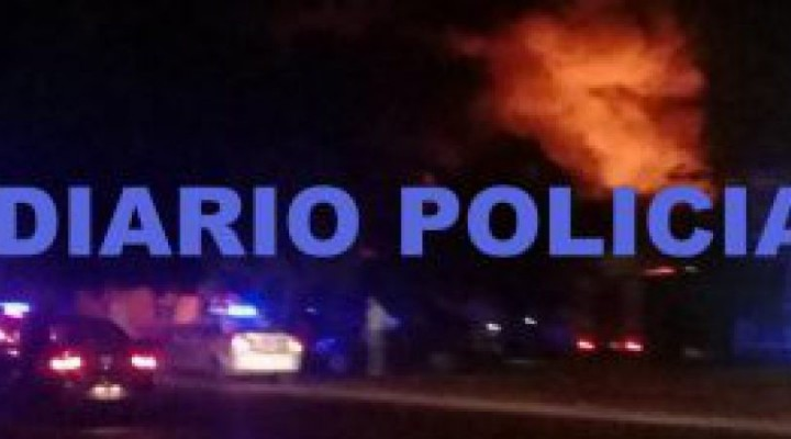 Impresionante incendio consumió el mercadito paraguayo de la Rotonda de la Virgen