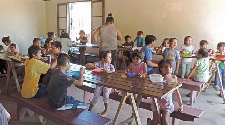 Cada fin de semana dos nuevas familias acuden a los comedores comunitarios