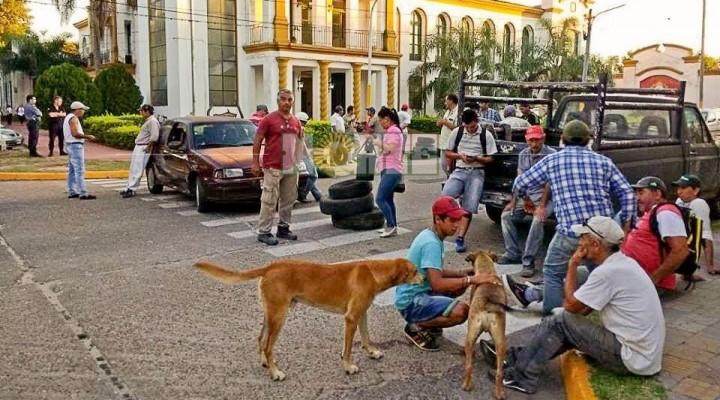 Los empleados cesanteados amenazan con tomar la Municipalidad de Esquina