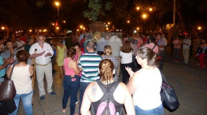 Correntinos movilizados contra los tarifazos preparan marcha con velas