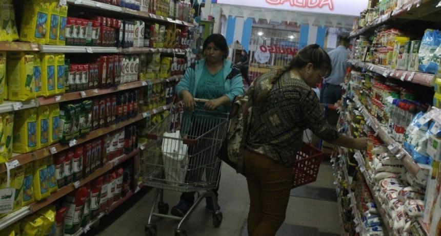 Supermercados: es inminente una nueva suba de la yerba y limitan la venta de leche
