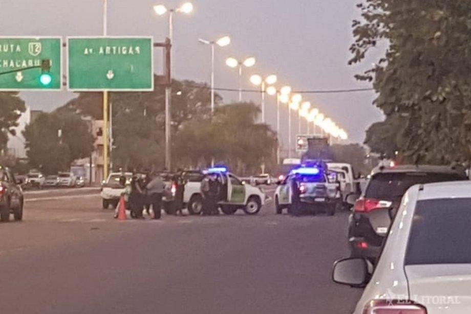 Separaron de su cargo al conductor que evadió controles y se atrincheró en su auto