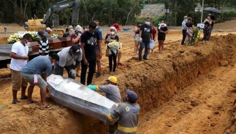 Brasil superó los 90 mil casos diarios por segundo día consecutivo y Bolivia cerró su frontera