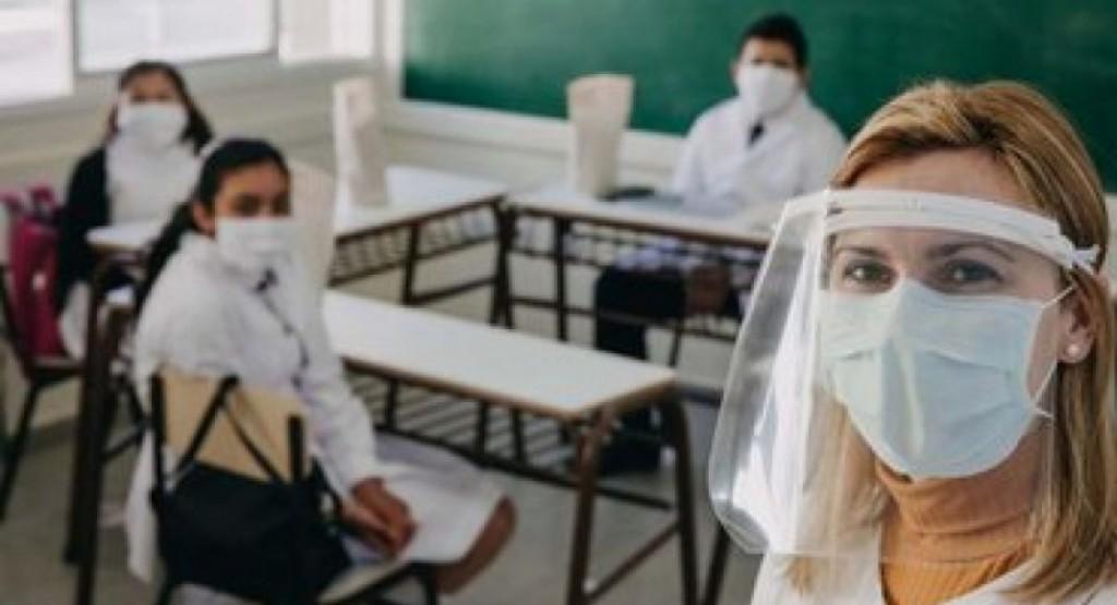 Brotes de Covid: docentes piden suspender las clases