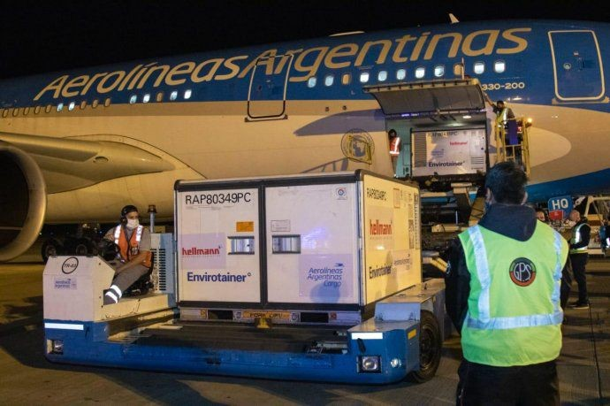 Parte otro vuelo de AA a China para buscar 1 millón de vacunas Sinopharm