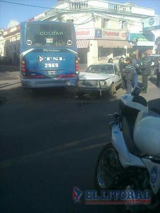 Murió un motociclista al chocar con una camioneta