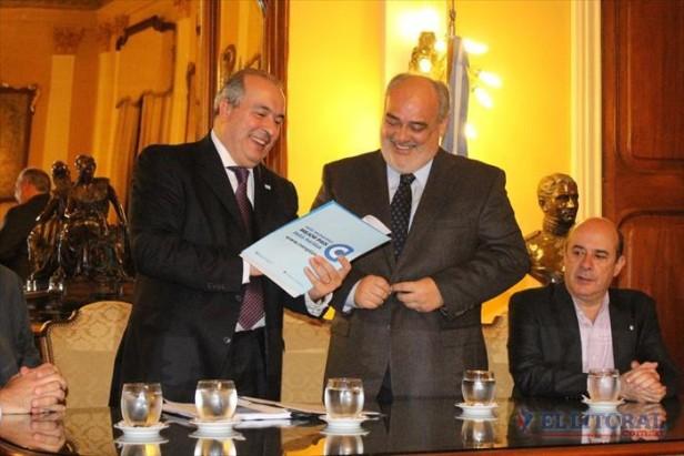 La Provincia firmó un acuerdo con Nación para construir mil viviendas y terminar 483