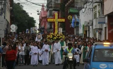 Una multitud expresó su fe en el madero