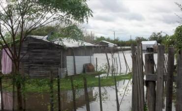Evacuaron a 25 familias en Santa Lucía y cesó el alerta hídrico en otras localidades