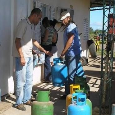 A la espera del informe sobre el cupo, seguirá la venta de gas en barrios